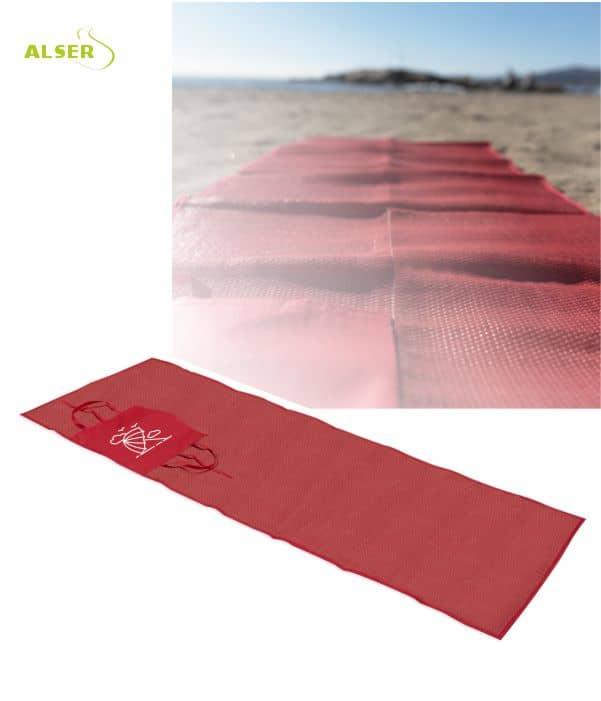 Esterilla de playa publicitaria roja extendida