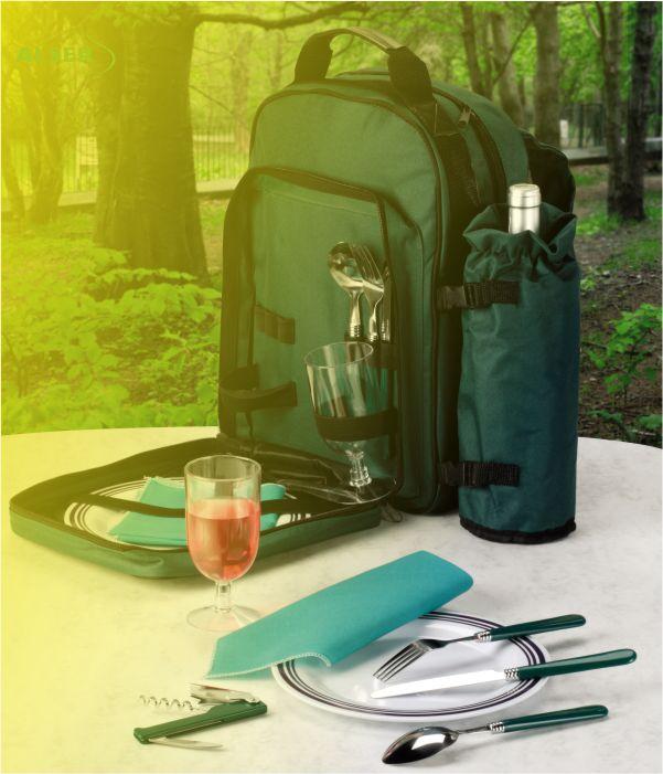 Mochila Picnic 2 Cubiertos verde. Abierta en el bosque